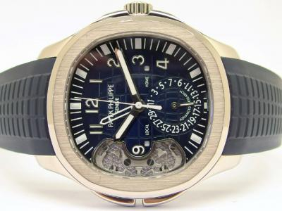 "Limitierte PATEK PHILIPPE AQUANAUT Travel Time ""PP Advanced Research"" Referenz 5650G-001 in 18k Weißgold mit blauen Kautschukarmband"