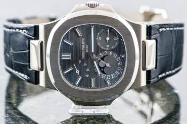 pre owned PATEK PHILIPPE NAUTILUS little Complication & Moonphase